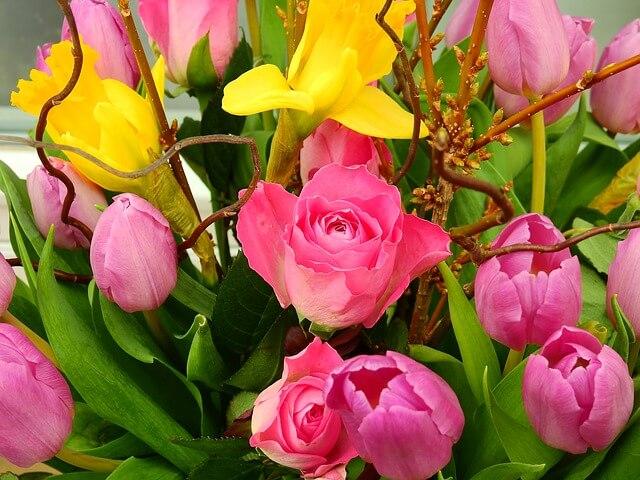 virágot ajándékozni, magyar névnapok listája