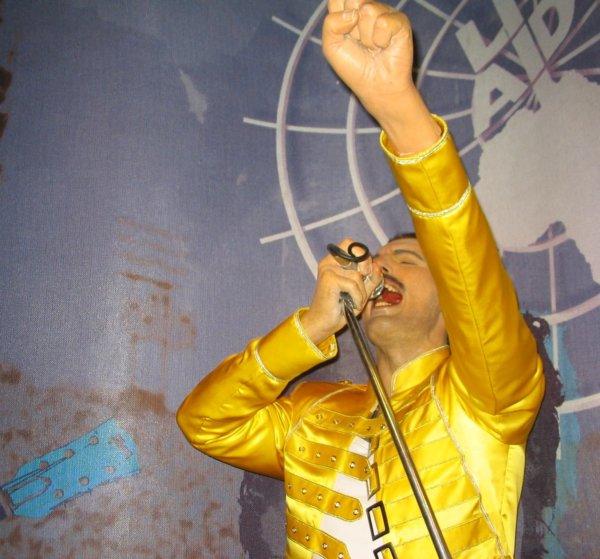 Freddie Mercury Tavaszi szél vizet áraszt