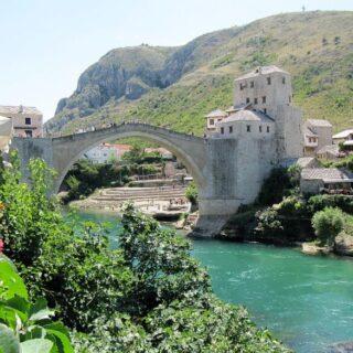 Mostar óvárosa az Öreg-híddal