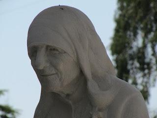 Kalkuttai Szent Teréz - Teréz anya szobra Szkopjeban
