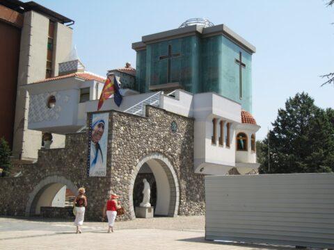 Kalkuttai Szent Teréz - Teréz anya emlkéháza Szkopjeban